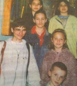 Ники (първият отляво) няма бебешки и детски снимки. Тази е една от първите му
