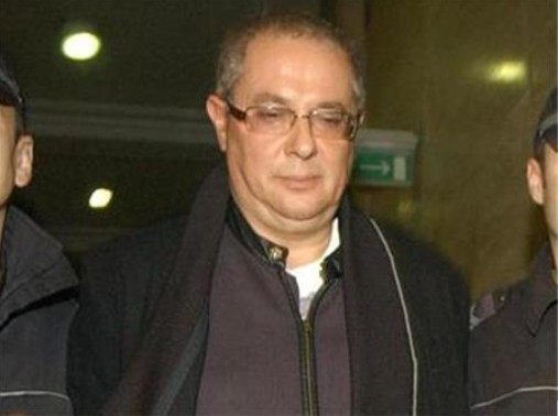 Касиерът Петко Митевски изнася в куфарчета парите от банката. В показанията си твърди, че го е направил под давление на Гърчето