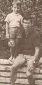 Невръстният Сергей Станишев с баща си