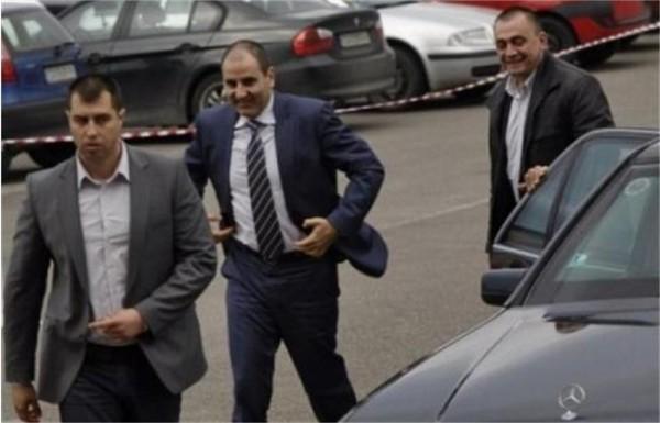 """Цецо Ухото е пазен от въоръжени гавази на """"Боду COT"""", охранителна фирма на Румен Пашата"""
