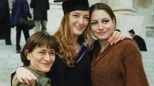 Дъщерите на Вера Маринова вече изкарват сами прехраната си и борят стреса с танци