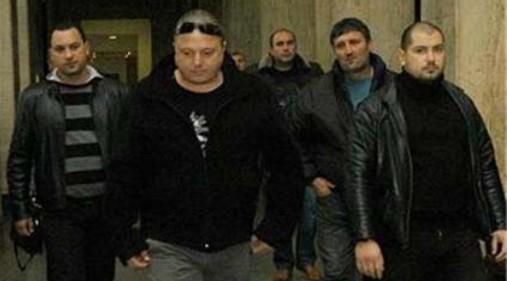 Йосиф Йосифов - Йоско (с тъмните очила на главата) заедно с хората си. Зловещата група е извършилa близо 20 убийства за периода 1998-2010 г.