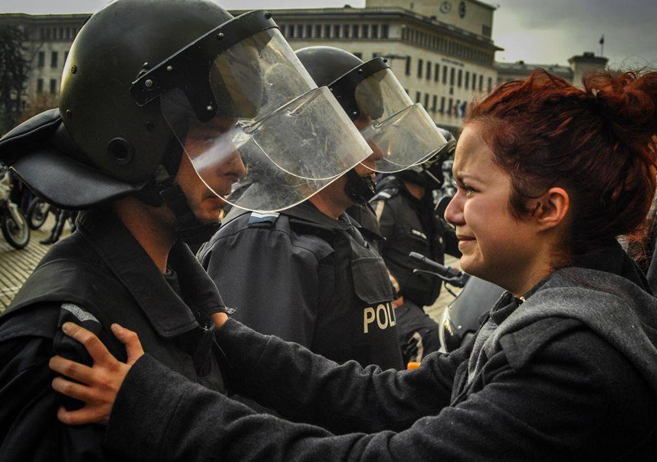 целувка полицай голяма
