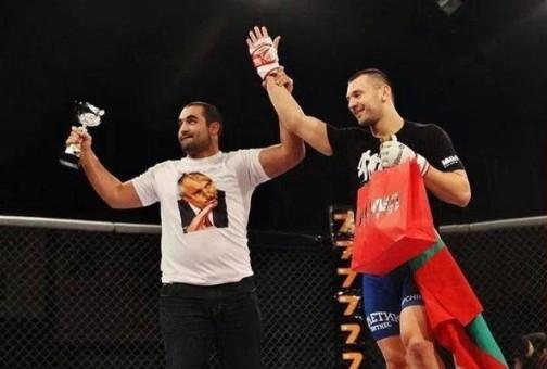 Благой Иванов - Багата с тениска с лика на Бойко Борисов
