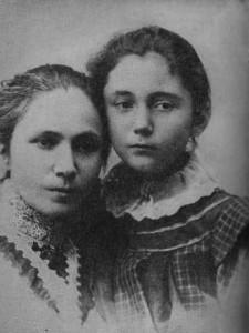 Екатерина Каравелова с малката си дъщеря Лора