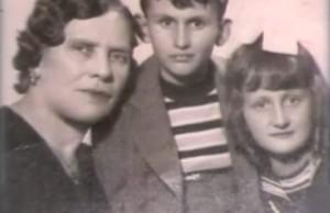 Съпругата на политика - Мария, със сина им Александър и дъщеря им Анастасия