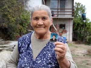 78-годишната майка на Чакъра баба Мара и до днес живее във вилата, където е ликвидиран синът й