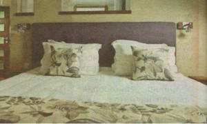 Спалнята на Нана и Джон обзаведена с мебели от Италия