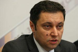 От върл опонент Янето се превърна в паж на Борисов и не смее да гъкне, за да не бъде компрометиран
