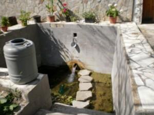 Водата от аязмото струва половин левче за литър