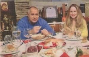 Бойко пусна снимка във фейсбук заедно с дъщеря си в навечерието на Коледа