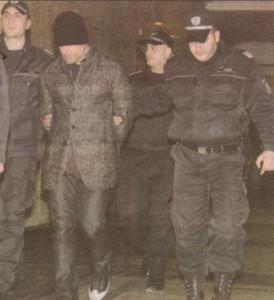 Брендо вече се явява на съдебните заседания със спусната надолу шапка, която да прикрива очите му от фотообективите и камерите