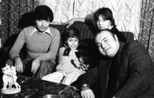 """Семейството на Емил с Васил Андреев (вдясно), който пише текстовете на хитовете """"Моя страна, моя България"""", """"Нашият сигнал"""" и други"""