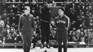 Борецът печели златен медал на олимпиадата в Токио през 1964 година