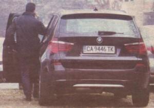 Как зам.-кметът кара БМВ за 150 бона със заплатата си от 1000 лева, питат изнервените столичани