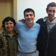 """Катя и съпругът й Свилен позират доволни след финала на """"Съдебен спор"""" за снимка с гл. редактор Жоро Игнатов"""