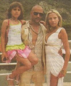 Киро с дъщеря си и годеницата си Лина