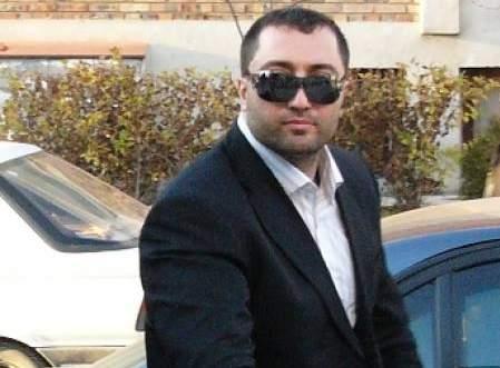 Митьо Очите контролира бизнеса с наркотици в Бургас и не допуска конкуренция. Според мълвата в ъндърграунда мафиотът разполага със собствена фабрика за производство на пико в Малко Търново