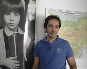 Днес Веселин Прахов живее в Испания, където има магазин за компютърни технологии