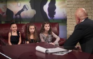 Слави Трифонов разпитва в студиото си малките претендентки за слава