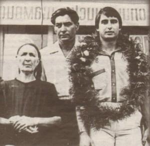 Съселяни посрещат Златев в родното му село Царимир