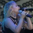 Десислава харесва черни микрофони
