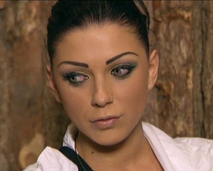 Емануела червени очи