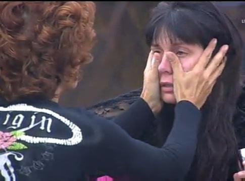 Жени утешавана Воче