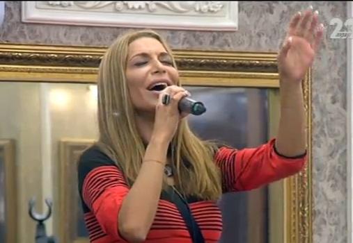 Бони пее