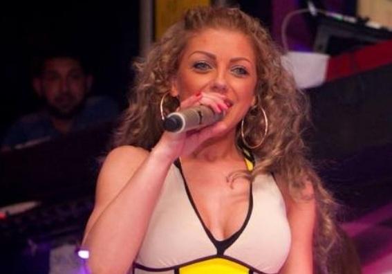 Емануела блондинка
