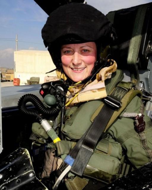 жена пилот