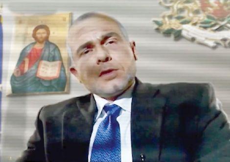 Ненчо Балабанов като Фейс Бойко
