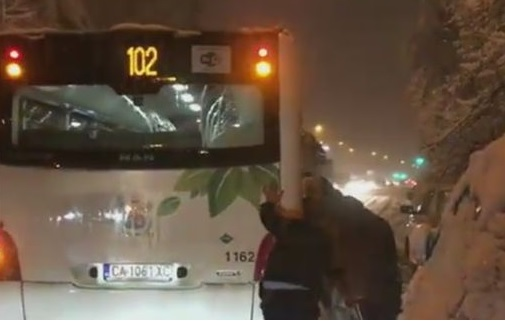 автобус сняг