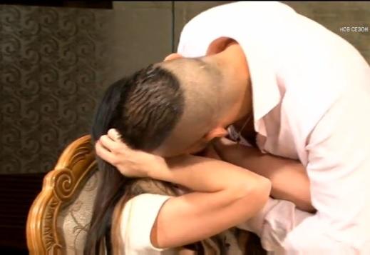 Емануела целувка Джино