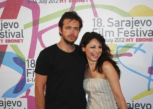 Александър със съпругата си ЯнаТитова