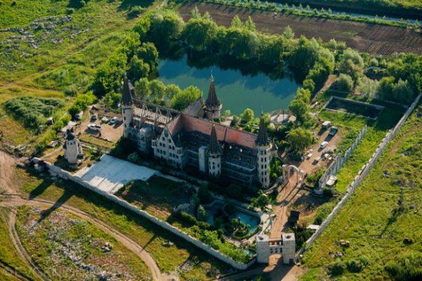"""Замъка """"Влюбен във вятъра"""" край Созопол - бутафорна атракция за туристи, преливаща от кич!"""