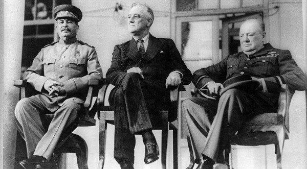 Рузвелт, Чърчил и Сталин се споразумяват за бъдещето на Европа!