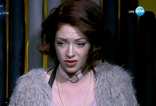 Глория плаче за цигари