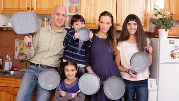 Ирена Милянкова с децата и... чисто новия си съпруг!